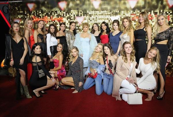 Diva đa tài bên dàn người mẫu xinh đẹp
