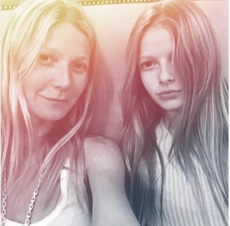 Cặp mẹ con Gwyneth Paltrow và Apple Martin cùng sở hữu diện mạo xinh đẹp đến nao lòng