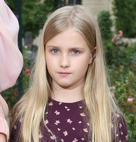 … cùng cô con gái nhỏ Neva Portman của Vodianova đều xinh đẹp rạng ngời