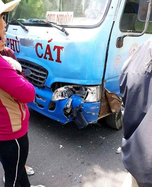 Hiện trường nơi hai thanh niên va chạm vào xe ô tô trên đường đi xe máy từ TPHCM về Nghệ An.