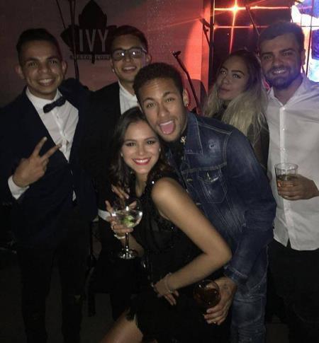 Bruna Marquezine vừa tưng bừng mừng sinh nhật bạn trai