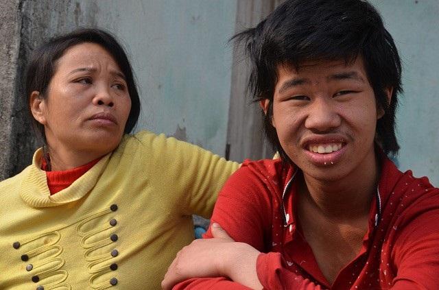 Cuộc đời của hai mẹ con người phụ nữ bất hạnh này sẽ ra sao!? Nếu không được các nhà hảo tâm dang tay cứu giúp.