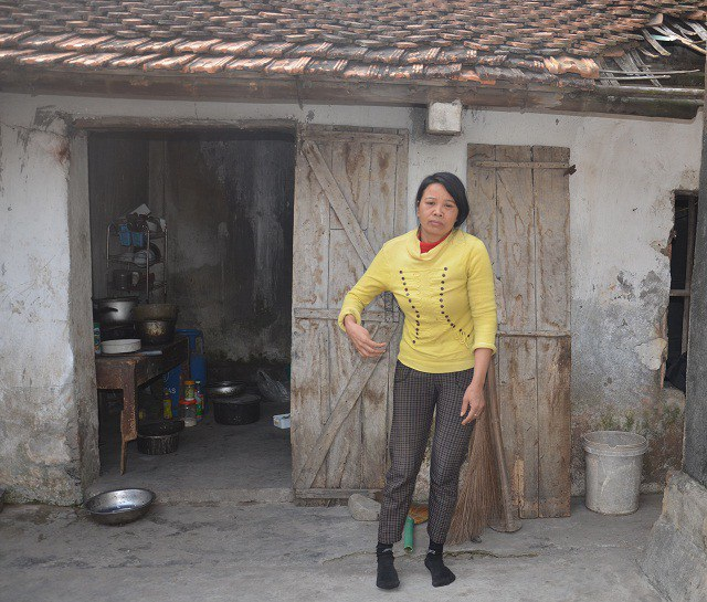 Trong khi nhà nhà lo sắm tết, thì chị Hài vẫn đang lê lết lo ăn từng bữa, và đối phó với bệnh tật.