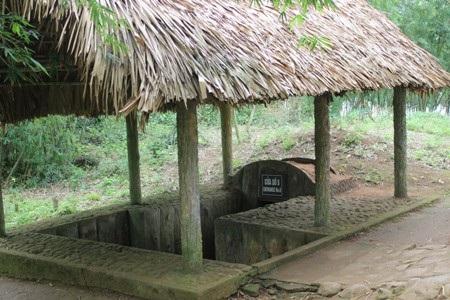 Một cửa dẫn xuống hầm Vịnh Mốc