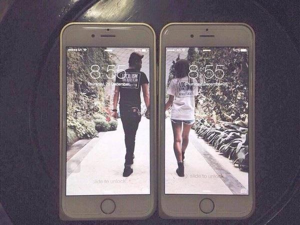 Hai chiếc iPhone sử dụng hình nền đôi độc đáo