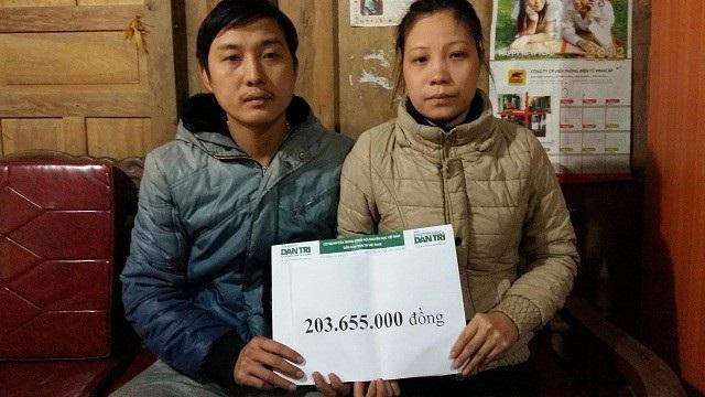 Vợ chồng chị Hoa nhận trực tiếp số tiền 203 655 000đ theo kết chuyển tuần 3,4/2/2018