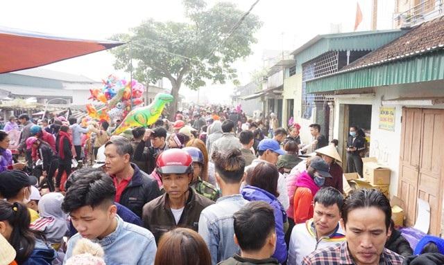 Chợ Dinh là phiên chợ huyện của huyện Yên Thành (Nghệ An), mỗi tháng họp 3 phiên vào các ngày mùng 9, 19 và 29 âm lịch. 29 Tết là phiên chợ cuối cùng trong năm, thu hút hàng nghìn người dân trong huyện về đây mua bán