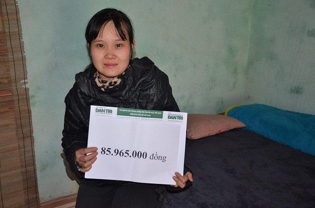 Chị Hanh nhận số tiền 85 965 000 đ theo kết chuyển tuần 3,4/1/2018 của bạn đọc ủng hộ