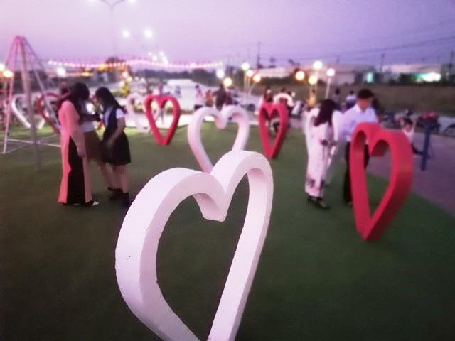 """""""Con đường tình yêu"""" của giới trẻ Bạc Liêu trong ngày Valentine - 3"""