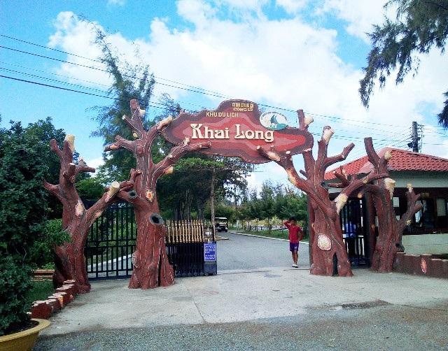 Cổng vào khu Khai Long.