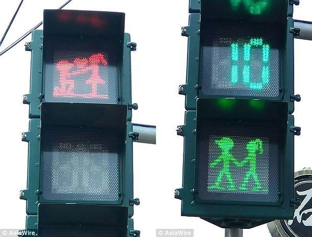Những cột đèn giao thông mang chủ điểm tình yêu nằm ở huyện Bình Đông, Đài Loan.