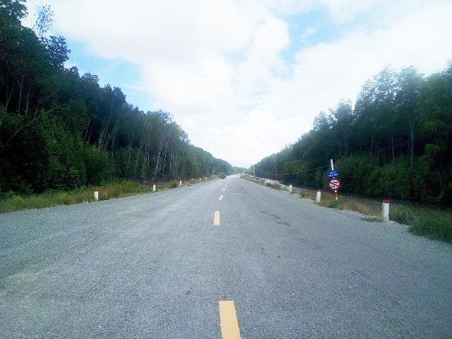 Đường về Đất Mũi Cà Mau đã được thông thoáng, với tuyến đường bộ ô tô có thể chạy một mạch từ TP Cà Mau đến điểm tận cùng Tổ quốc.