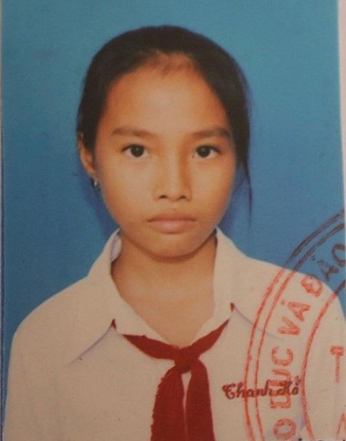 Gia đình em H. mong mọi người để ý, thấy em ở đâu thì báo về UBND xã Phước Tân Hưng để gia đình đón về