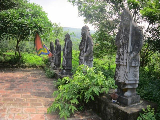 Những pho tượng đá