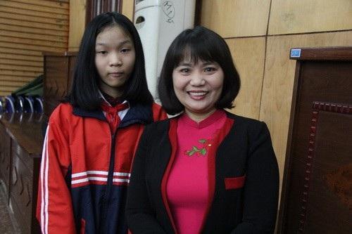 Năm nay, ba mẹ con cô giáo Nguyễn Thị Thúy Hiền được đón Tết cùng chồng là chiến sỹ Phạm Văn Thường.