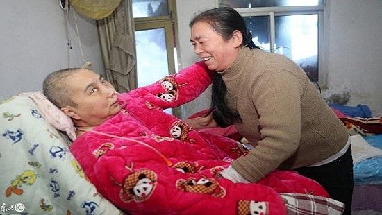 Những gia đình có người ốm đau đều lâm vào tình trạng khó khăn vì thiếu người giúp việc dịp Tết ở Trung Quốc