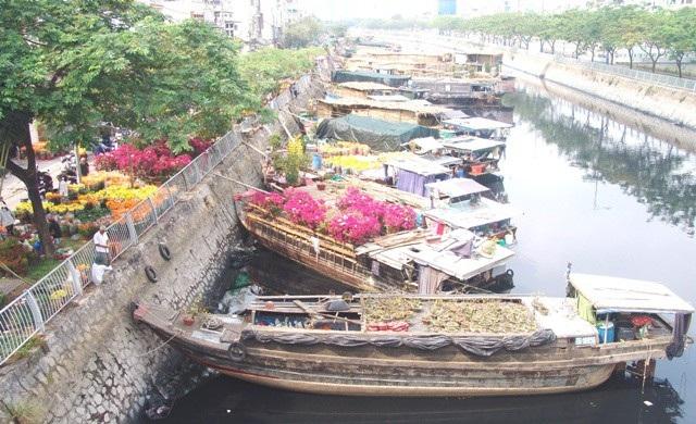 Bến sông Bình Đông ngày 30 chen chúc ghe chở hàng Tết.