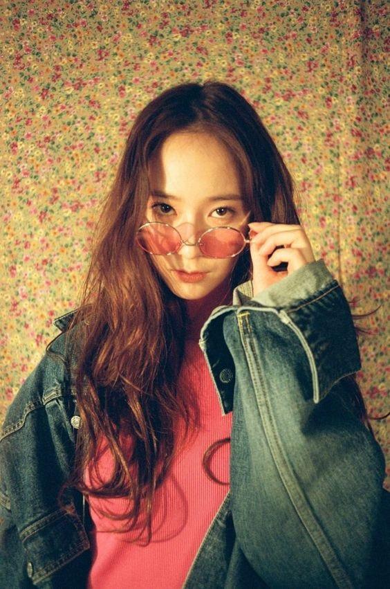 Nữ ca sĩ Hàn Quốc Krystal Jung (sinh năm Giáp Tuất 1994)