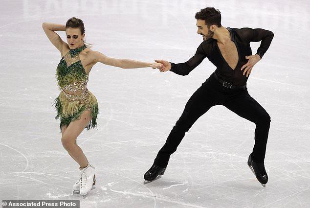 Hai vận động viên trượt băng của Pháp - Gabriella Papadakis và Guillaume Cizeron - trước khi sự cố xảy ra.