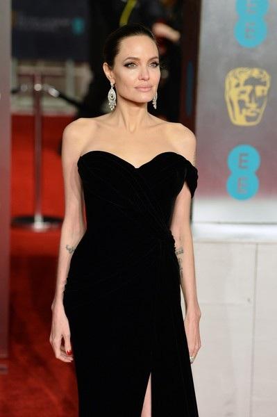Nữ diễn viên xinh đẹp diện váy đen trễ vai của Ralph & Russo
