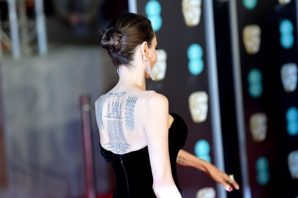 Loạt hình xăm ấn tượng trên lưng Jolie