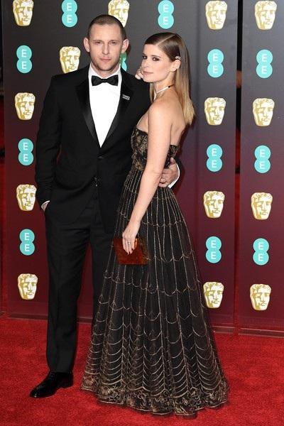 Cô được chồng Jamie Bell hộ tống dự sự kiện