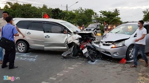 Hiện trường tai nạn cách chùa Chén Kiểu ở Sóc Trăng khoảng 700 m trong ngày mùng 3 Tết. Ảnh: Việt Tường.