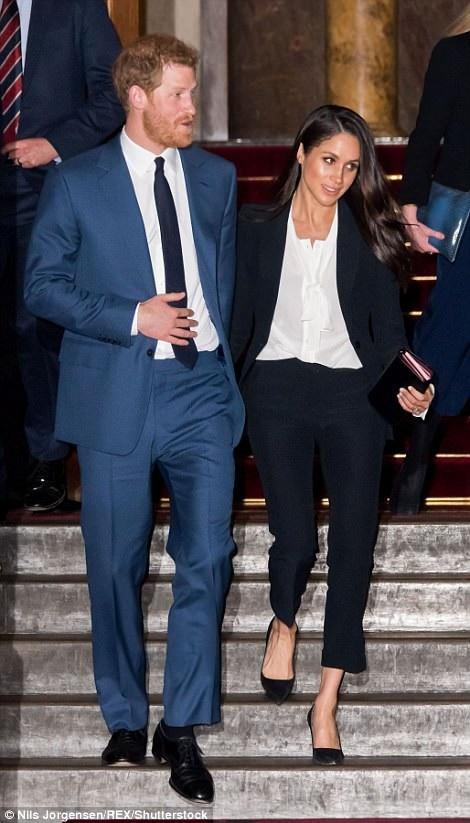 Công nương tương lai Meghan Markle cùng hôn phu - hoàng tử Anh Harry dự một lễ trao thưởng diễn ra tại London ngày 1/2 vừa qua