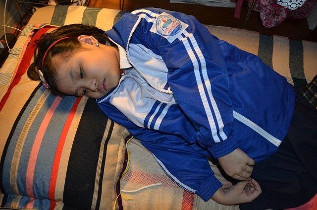 Bé Đỗ Khánh Huyền (9 tuổi), đang học lớp 2 thì phát hiện mắc ung thư hạch.