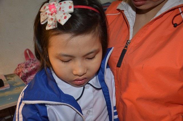 Khánh Huyền đâu biết căn bệnh quái ác đã lấy đi hết sức lực của em, khiến cho bé kiệt sức.