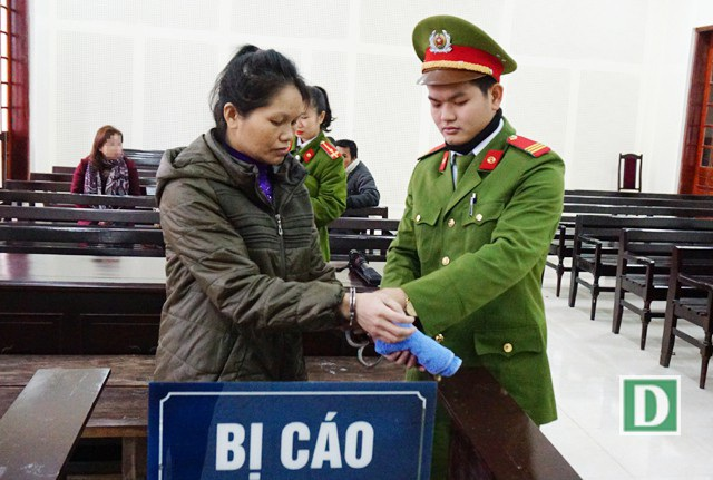 Tìm bé gái 14 tuổi làm nhân viên bưng bê kiêm phục vụ khách làng chơi cho ông chủ quán ăn để lấy 2 triệu đồng tiền công, Lương Thị Thủy bị tuyên phạt 7 năm tù
