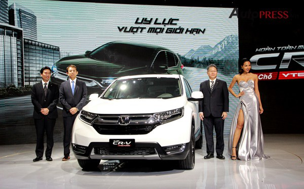 Do chưa thể đáp ứng các thủ tục theo quy định mới nên nhiều mẫu xe nhập khẩu chưa về Việt Nam dẫn đến tình trạng khan hàng, tăng giá bán - Ảnh: Hoàng Cường