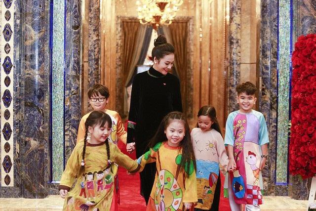 Ái nữ gia tộc họ Trương rạng rỡ đón tiếp thầy trò Park Hang Seo - 1