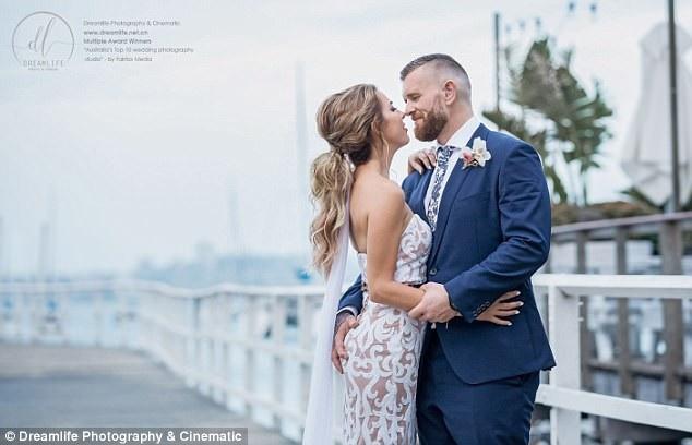Cặp đôi đã ở bên nhau 18 tháng trước khi đính hôn và tròn hai năm sau ngày quen biết, họ đi tới hôn nhân.
