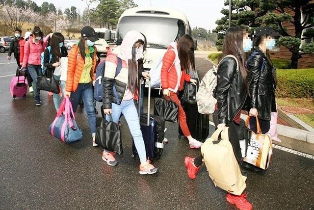 13 nhân viên nhà hàng Triều Tiên từng làm việc tại Trung Quốc trước khi đào tẩu sang Hàn Quốc năm 2016 (Ảnh: Atimes)