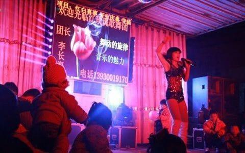 Một màn biểu diễn thoát y ở Trung Quốc (Ảnh: Global Times)