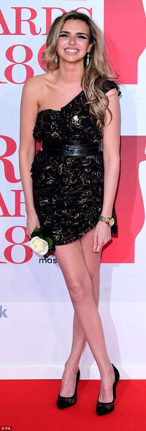 Ca sỹ Nadine Coyle rất xinh đẹp và trẻ trung
