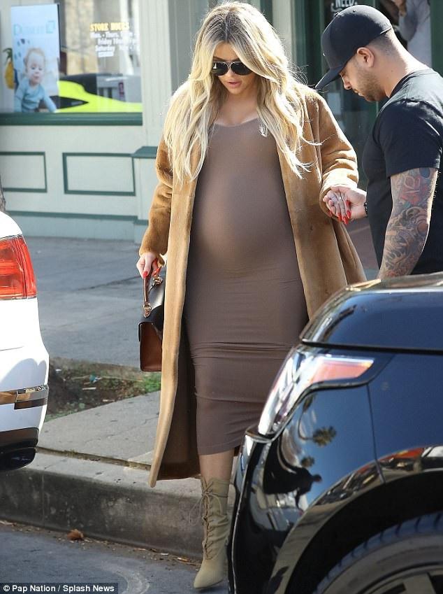 Khloe Kardashian cũng không tiết lộ giới tính em bé trong bụng