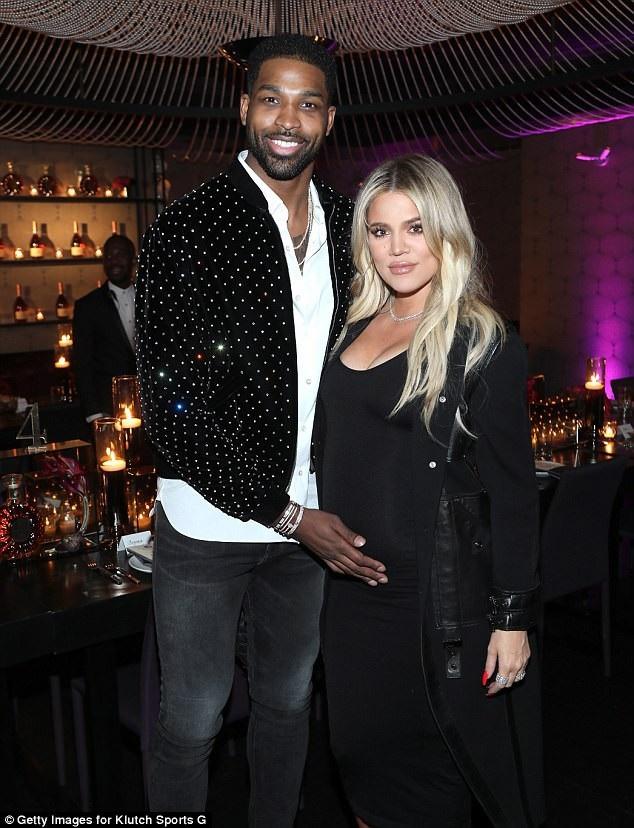 Khloe Kardashian rạng rỡ bên bạn trai kém tuổi - cầu thủ bóng rổ Tristan Thompson