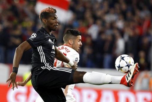 Paul Pogba không được bố trí trong đội hình xuất phát ở trận gặp Sevilla