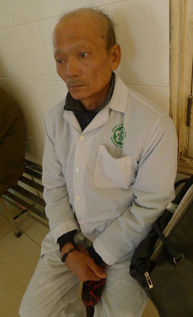 Anh Thông bị ung thư phổi đã di căn vào não nên sức khỏe rất yếu.