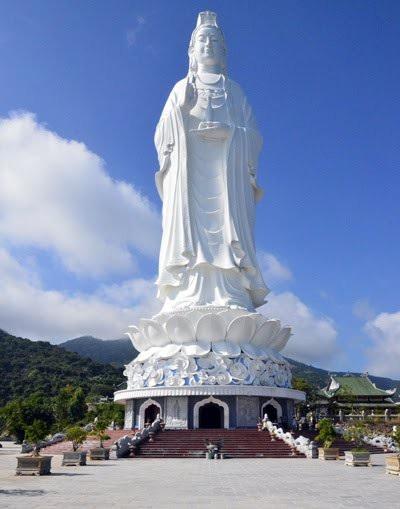 Tượng Phật Quán Thế Âm ở chùa được cho là tượng Phật Quán Thế Âm cao nhất Việt Nam