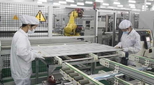 Dây chuyền sản xuất pin năng lượng mặt trời tại Công ty TNHH Khoa học kỹ thuật năng lượng mặt trời Bo Viet. (Ảnh: Báo Bắc Giang)