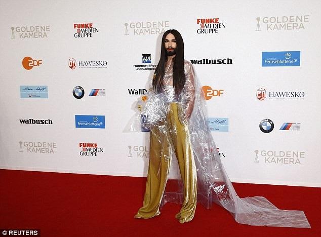 Ca sỹ Conchita Wurst dự lễ trao giải Golden Camera diễn ra tại Hamburg, Đức ngày 22/2 vừa qua
