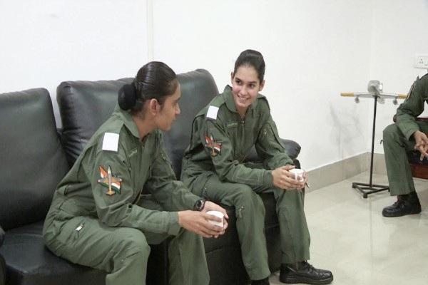 Sau khi hoàn tất chương trình huấn luyện giai đoạn 3 tại Karnataka vào năm tới, Avani Chaturvedi có thể được lái những máy bay chiến đấu khác như Sukhoi và Tejas. (Ảnh: News Minute)