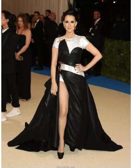 """Celine Dion chắc chắn là một trong những sao nữ """"liều lĩnh"""" nhất khi tự tin phối đồ theo một cá tính độc đáo và đến tranh tài khoe sắc tại Met Gala"""