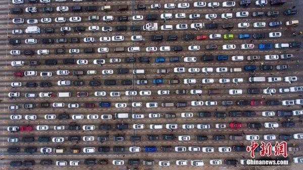 Choáng với cảnh tắc đường khủng khiếp tại Trung Quốc sau kỳ nghỉ Tết - 3