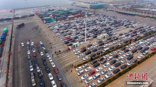 Tắc nghẽn giao thông gây ra cảnh tượng như một bãi đậu xe khổng lồ