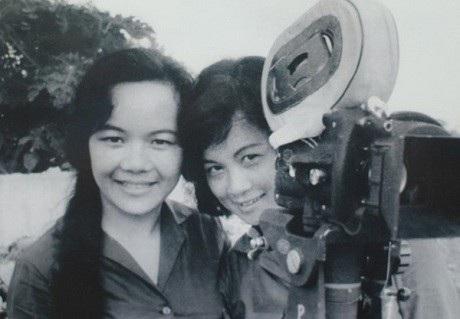 Chân dung nghệ sĩ Tuệ Minh cùng nữ đạo diễn người Nhật thời trẻ.