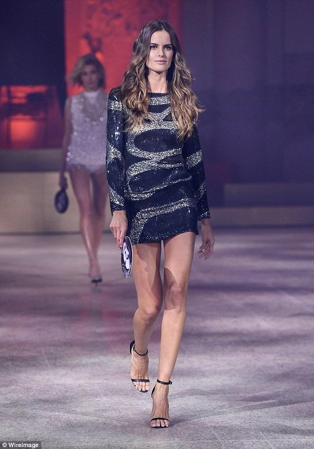 Cùng dự sự kiện còn có siêu mẫu Izabel Goulart
